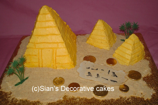 Egypt Birthday Cakes http://www.siansdecorativecakes.co.uk/teenage/pyramid.html
